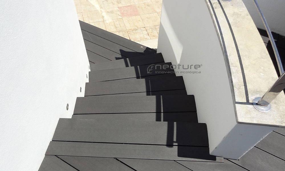 Escaleras exteriores de madera latest catlogos de maderas - Escalera madera exterior ...