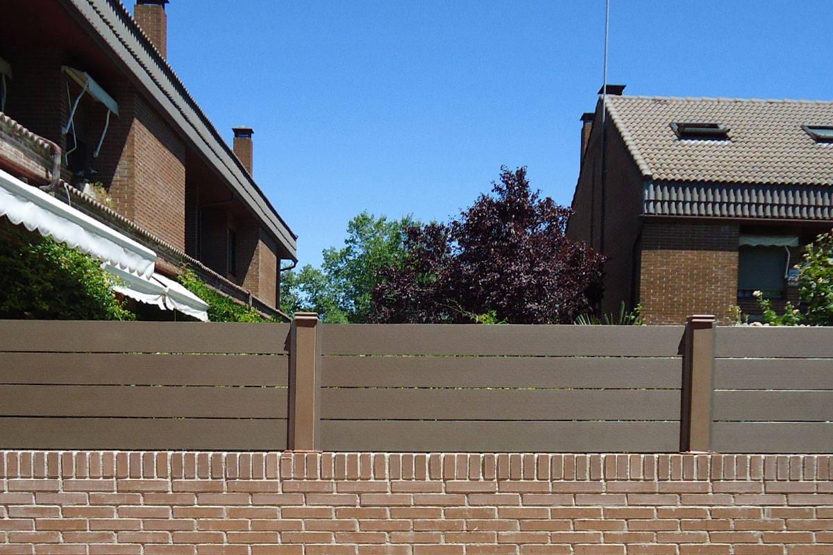 Cerramiento madera sintetica neoblock for Muro de separacion terraza