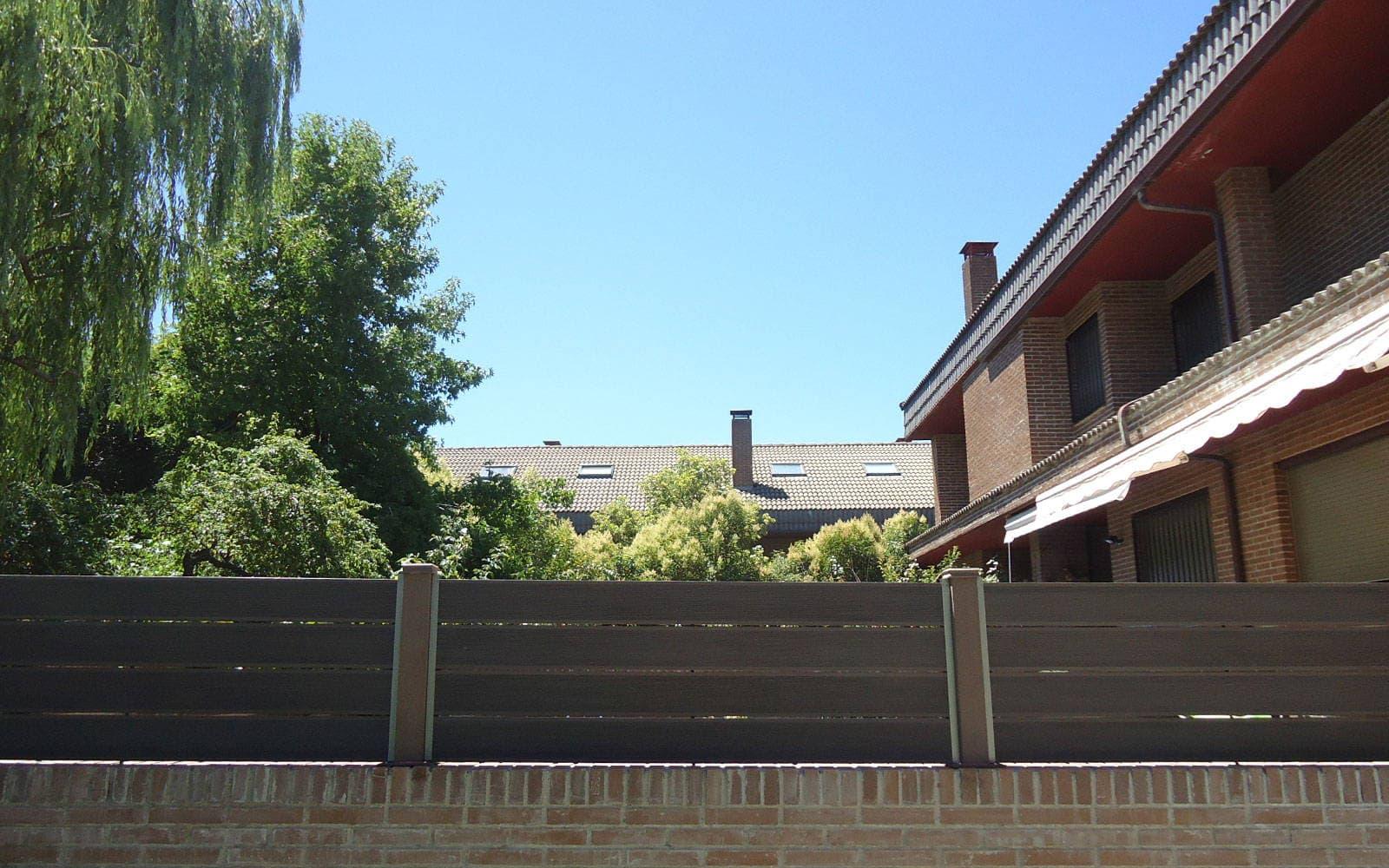 Vallado jardin y cerramientos en madera sint tica - Vallado de parcelas ...