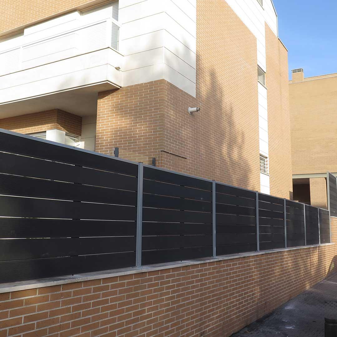 Celosia de madera sint tica para terrazas y jardines for Terraza de madera exterior