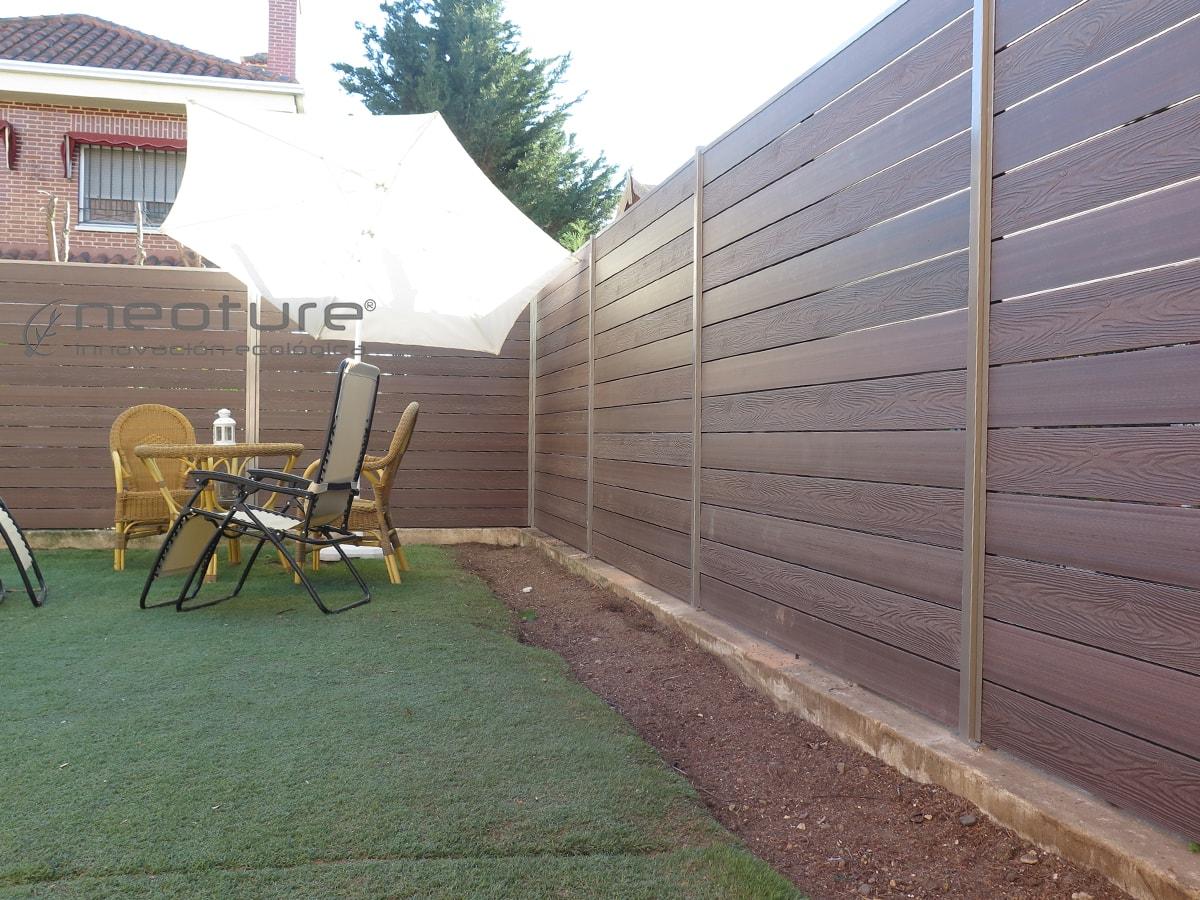 Cerramiento terraza en madera composite para medianeras for Bancos para terrazas baratos